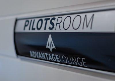 Advantage-Lounge-pilot-room