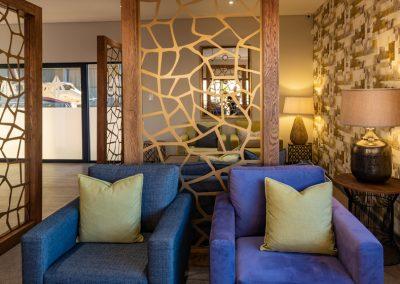 advantage-lounge-sitting-area